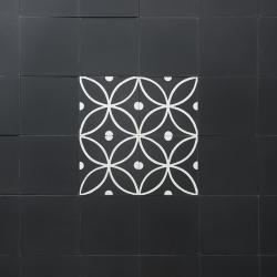 Motif medieval carreaux ciment noir et blanc